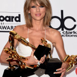 Taylor Swift lució sortija Tigre de Carrera y Carrera en los Billboard Music Awards